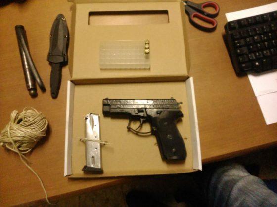 armato di pistola - L'Eco di Parma